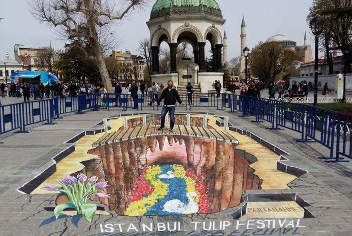 Filip Mrvelj slikao u Istanbulu u sklopu Tulip festivala