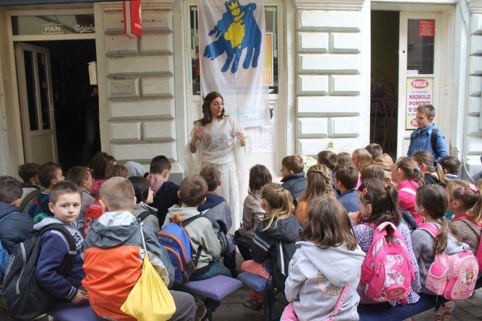 Mališani uživali u bajkama Bajkopričalice Sandre