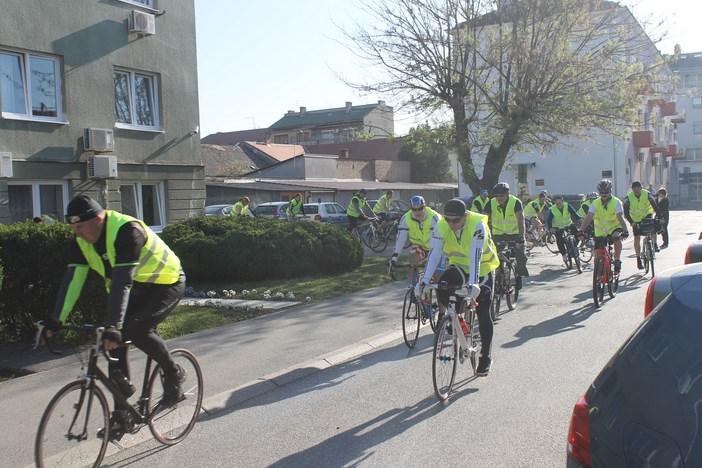 Policija pokaznom vožnjom od 100 km otvorila sezonu bicikliranja