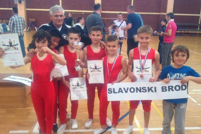 Odličan nastup brodskih gimnastičara u Vinkovcima