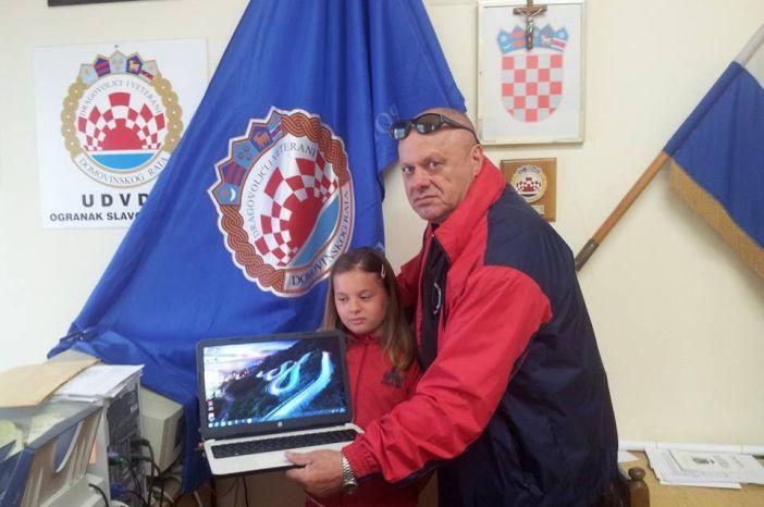 Udruga dragovoljaca i veterana donirala 4 prijenosna računala djeci branitelja
