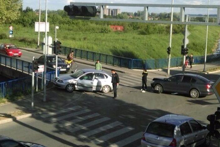 Prometna nezgoda na križanju Strossmayerove i Milanovićeve ulice