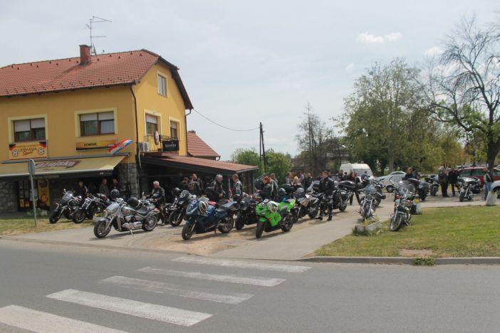 Choper club Čaplje ugostili 3. Moto defile 'Bljesak'