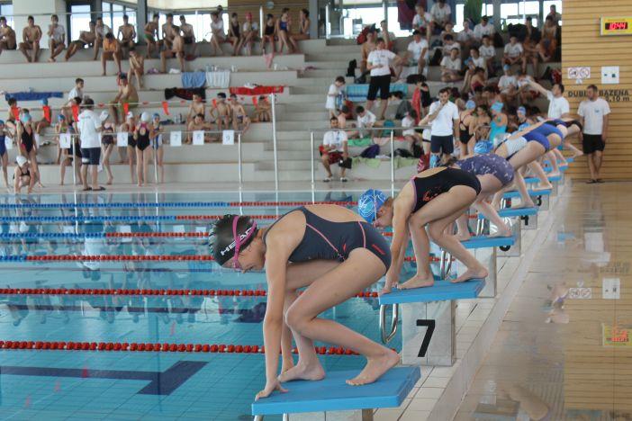 Održan 1. plivački kup grada Broda, Brođani već osvajaju medalje