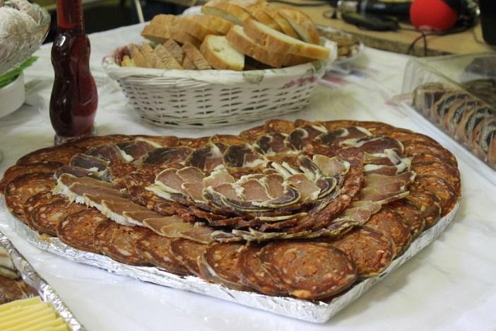 Debeljkov dnevnik (12): Znate li zašto debeli ne idu za švedski stol?