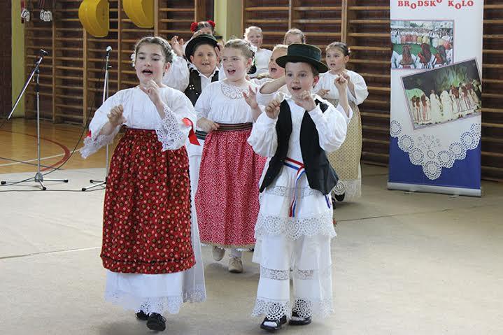 BRODSKO KOLO Održana manifestacija 'Igra kolo maleno'
