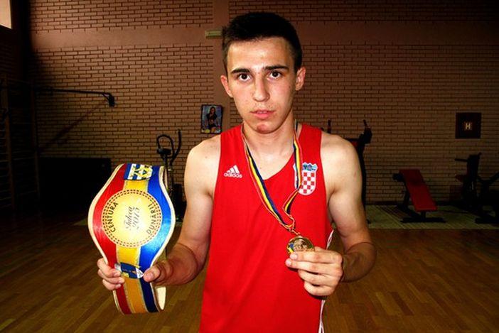 BOKS Novogradiščanin Filip Porutović zlatni na turniru u Rumunjskoj
