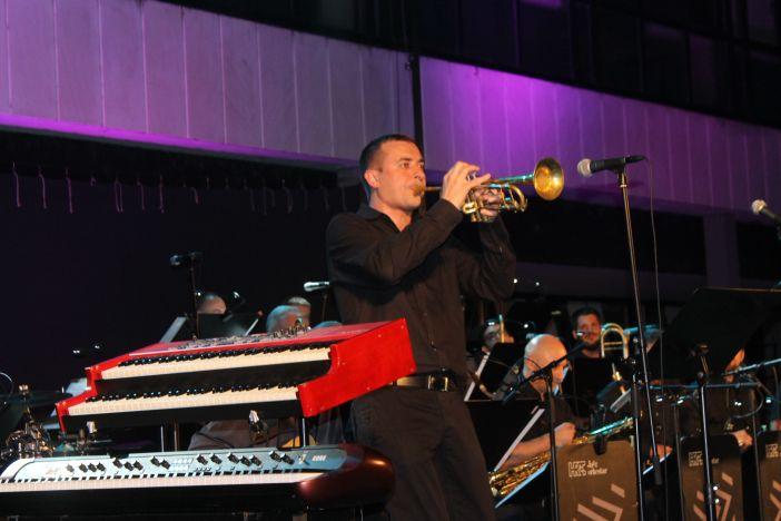 Jazz orkestar HRT-a i Valerija Nikolovska oduševili Brođane
