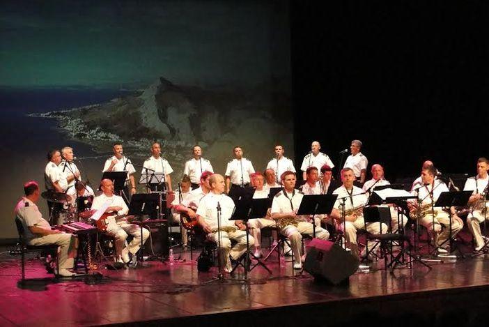 Klapa sv. Juraj i orkestar Hrvatske ratne mornarice zaključili 26.  Brodsko glazbeno ljeto