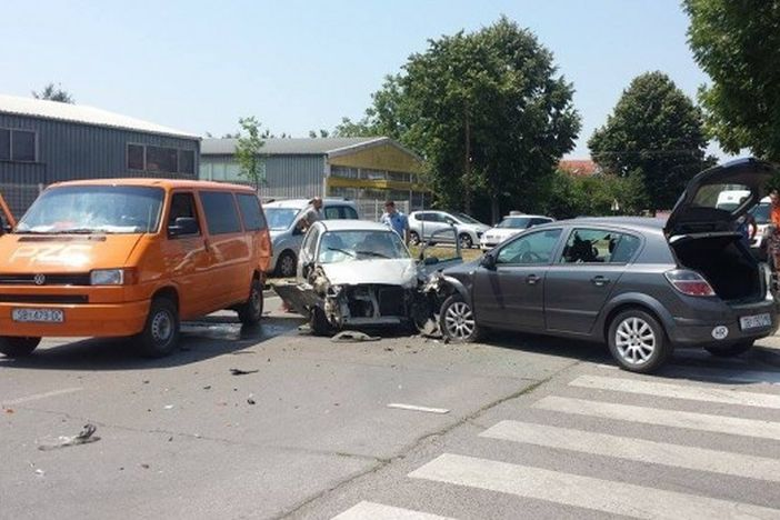 U prometnoj nezgodi u Budakovoj sudjelovala tri vozila