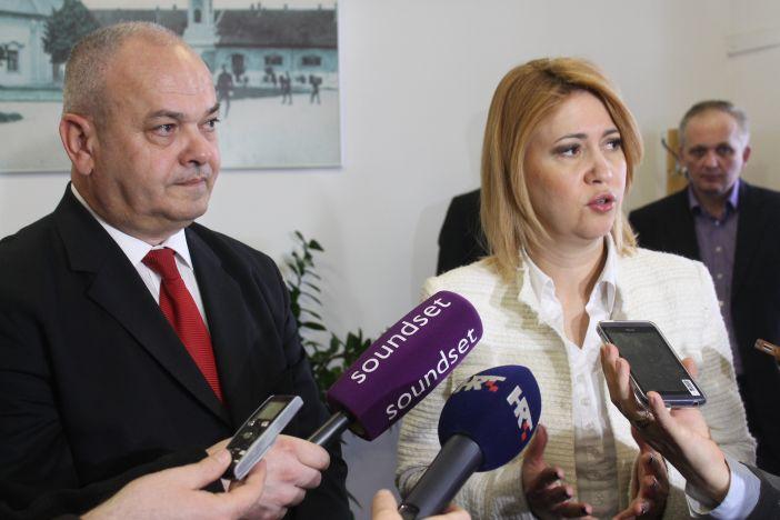Ministrica Opačić i gradonačelnik Duspara potpisali sporazum o otpisu duga građanima Slavonskog Broda