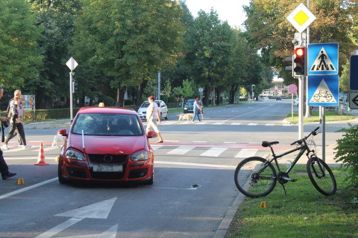 Automobil naletio na djecu na biciklu, jednom biciklu