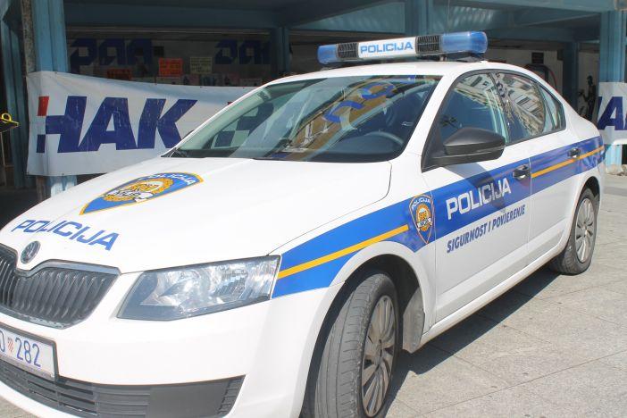 Pijan pokosio prometni znak u Vinogradskoj ulici