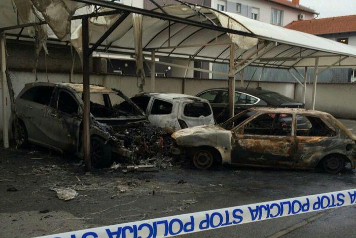 U Krešimirovoj ulici potpuno izgorjela tri automobila!
