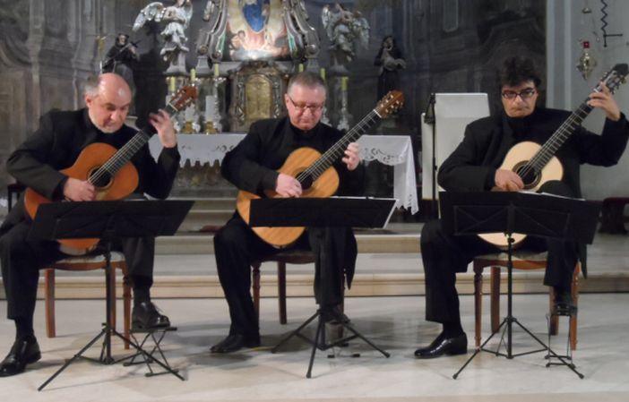 Zagrebački gitarski trio u Slavonskom Brodu