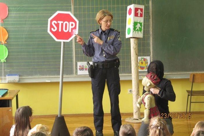Policija obišla osnovne škole