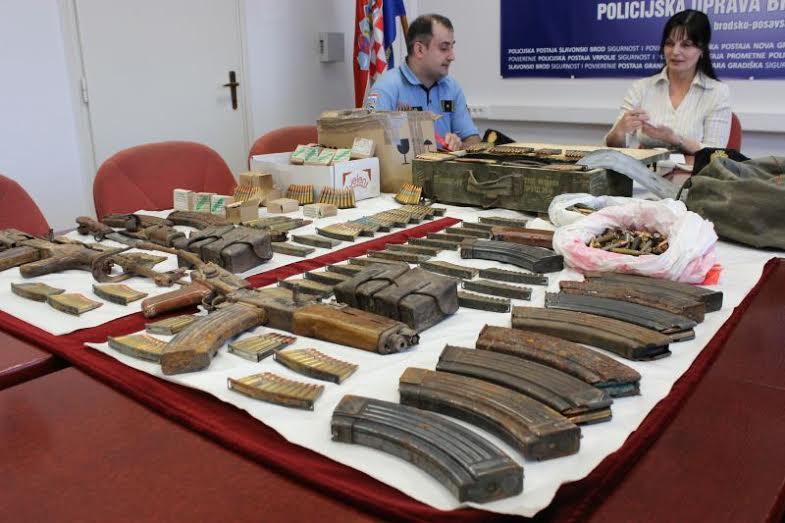 Policija pronašla pištolj kod 20-godišnjakinje
