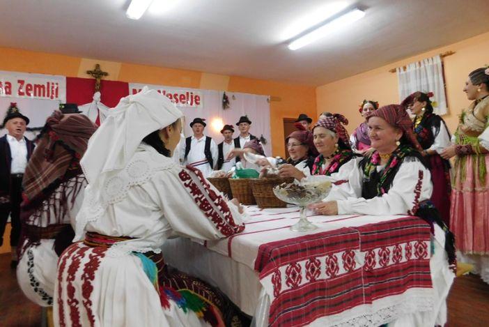 """Božićni koncert KUD-a Drežnik""""Svim na zemlji mir, veselje"""""""