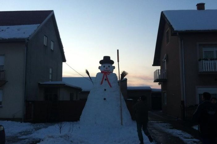Novogradiški snjegović visok je 4,5 metra