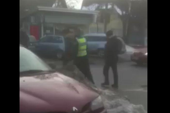 VIDEO: Pobjegli migranti iz vlaka? Uhvaćeni ispred Industrijske škole u Slavonskom Brodu!