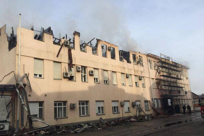 Velika šteta na upravnoj zgradi TEP-a, katovi se polako urušavaju