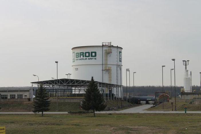 Rafinerija Brod – ni na nebu ni na zemlji
