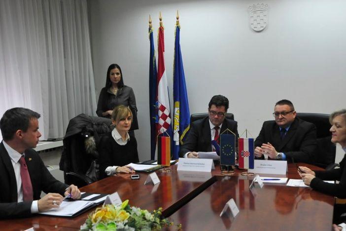 Njemačka darovala hrvatskoj policiji opremu za granicu. Velik dio završio u Slavonskom Brodu