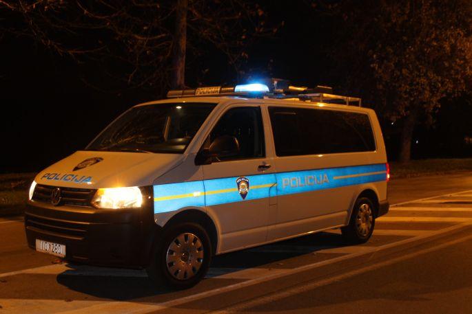 U prometnoj nezgodi u Sapcima, smrtno stradala jedna osoba, dvije ozlijeđene