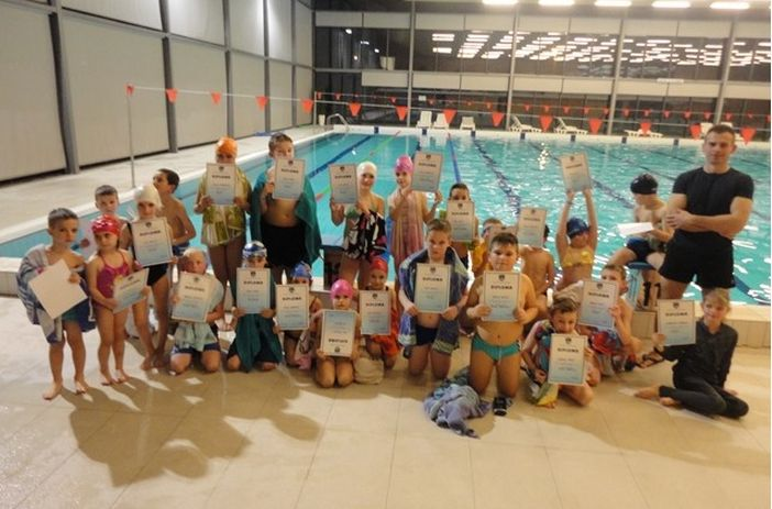 Dodijeljene diplome male škole plivanja