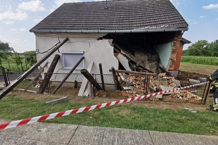 U Adžamovcima se urušila kuća, jedna osoba ozlijeđena