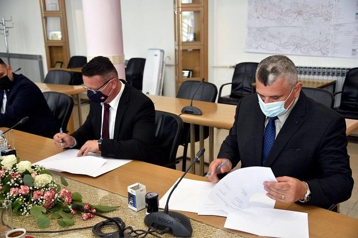 Potpisani sporazumi za kupoprodaju nekretnina i sufinanciranje troškova vanjskih suradnika za Sveučilište u Slavonskom Brodu