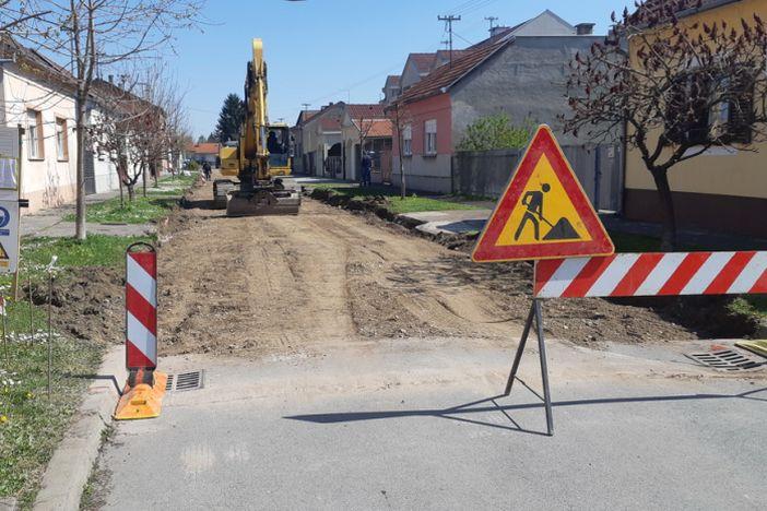 U tijeku radovi asfaltiranja kolnika u Berislavićevoj ulici