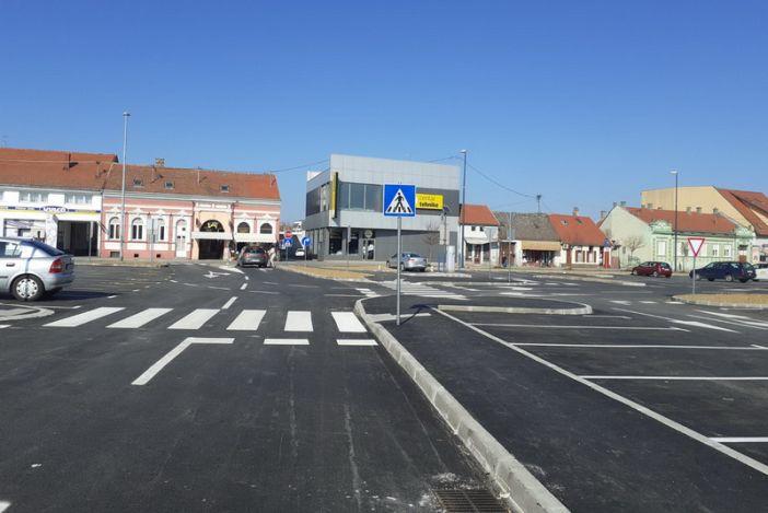 Otvoreno parkiralište u Strossmayerovoj ulici
