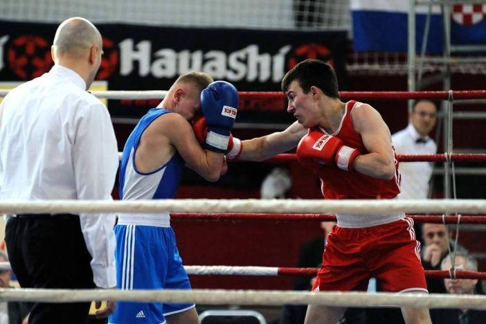 Filip Poturović boksa na Prvenstvu Balkana za Hrvatsku