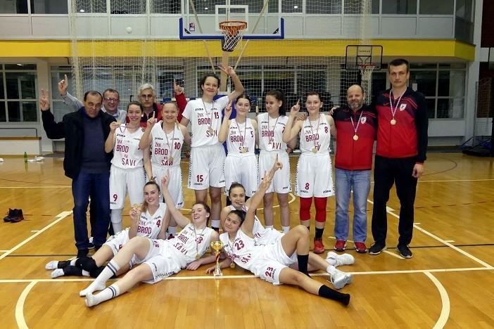 U susretu dva brodska ženska košarkaška kluba slavile juniorke Broda na Savi