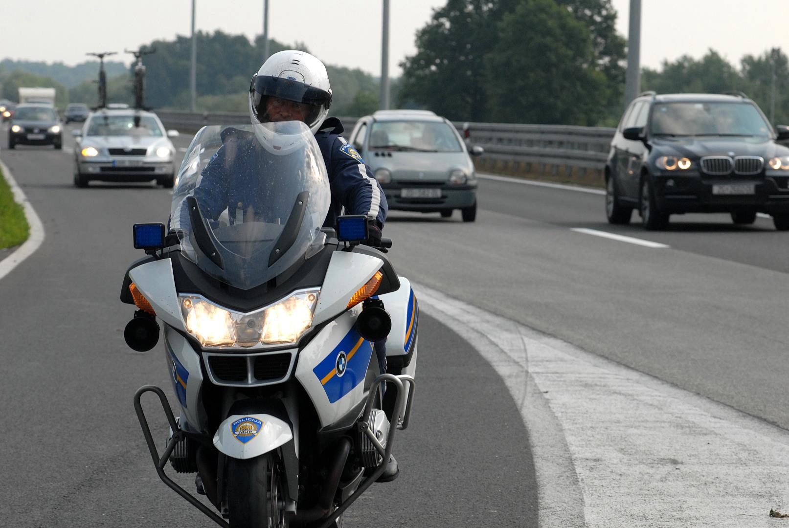 Bezrazložno sporom vožnjom u lijevoj traci vozači stvaraju gužve