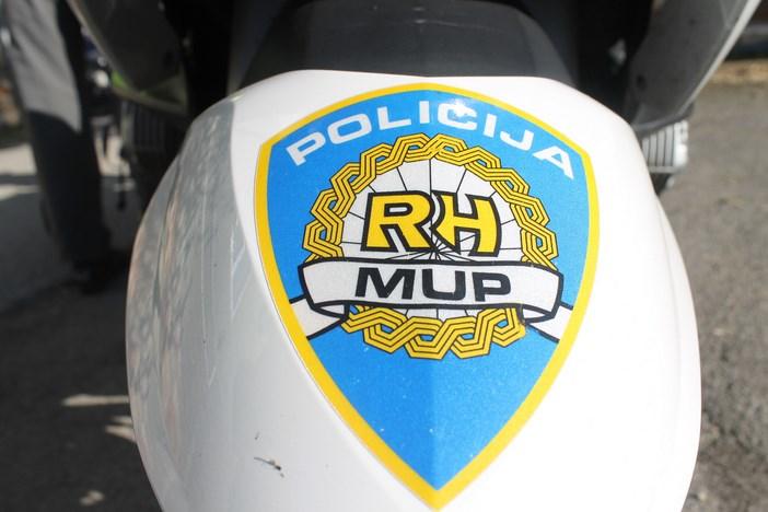 U prometnoj nesreći teško ozlijeđen suvozač na motociklu