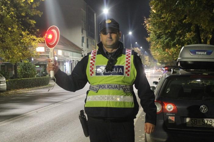 22-godišnji vozač proletio kraj policijske kontrolne točke