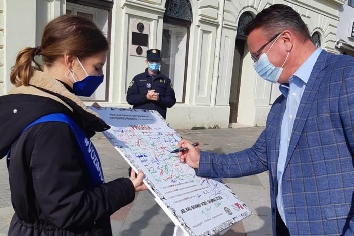 """U Slavonskom Brodu održana kampanja """"Kad sigurno voziš, sigurno stižeš"""""""