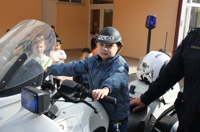 Policajci posjetili dječje vrtiće