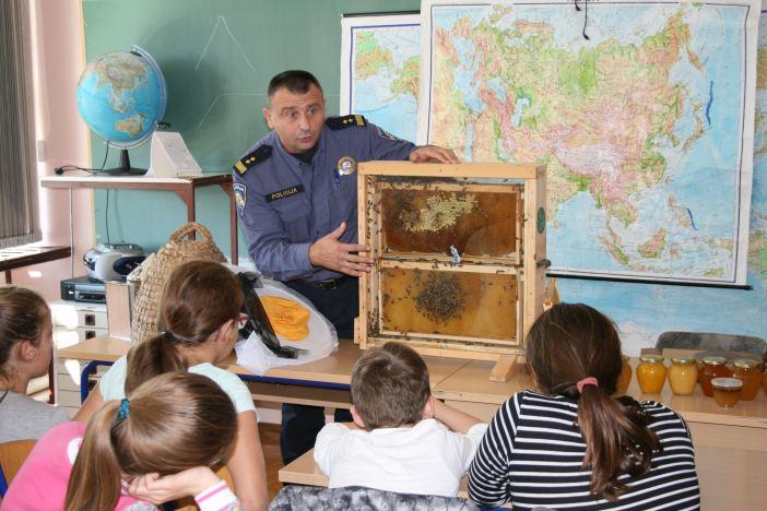 Pčelarstvo kao izvannastavna aktivnost