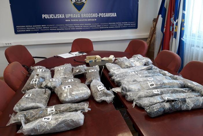 Policija zaplijenila 10.3 kg marihuane