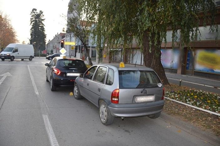 SLAVONSKI BROD - Udarila u parkirani automobil s 1,56 promila alkohola u organizmu