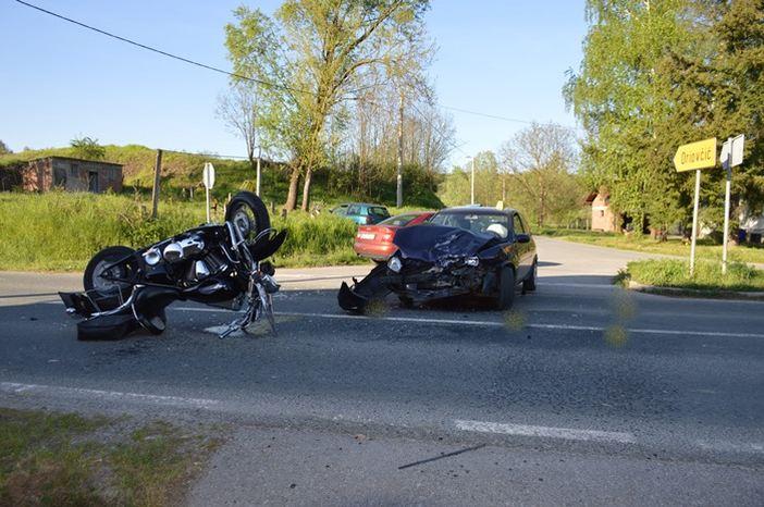 U Grabarju teško ozlijeđen motociklist