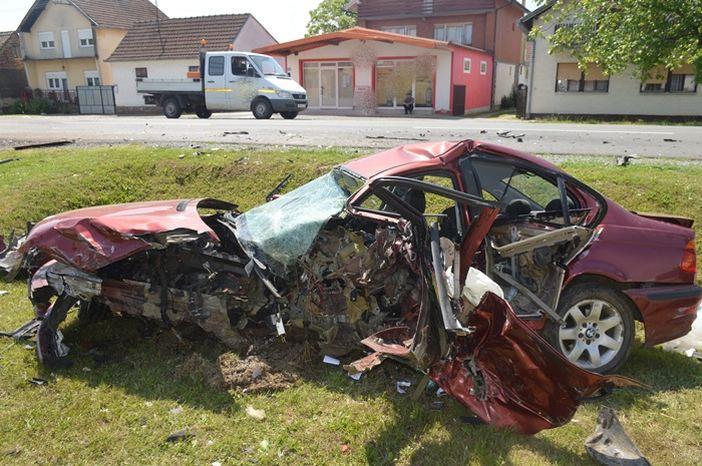 Tragičnu prometnu nesreću u Lužanima skrivio je 18- godišnji vozač