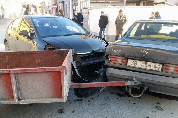 Prometna nesreća na križanju Florijanove i Mačekove