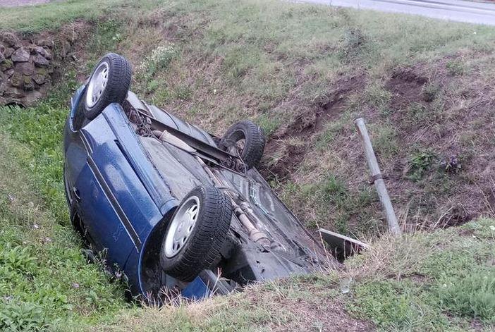 Vozačica ozlijeđena, djeca iz auta prošla su bez posljedica