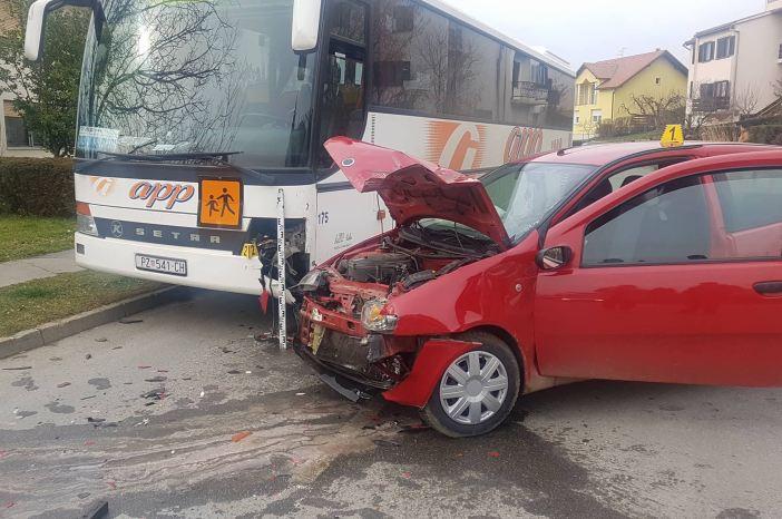 Sudar autobusa i osobnog automobila