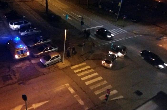 U sinoćnjoj prometnoj nesreći u Vukovarskoj teško ozlijeđena vozačica (35)