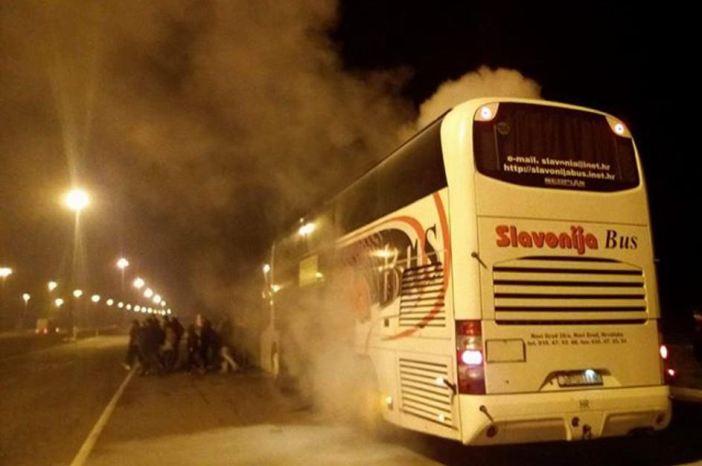 Planule kočnice na busu, vozač evakuirao ljude i ugasio vatru